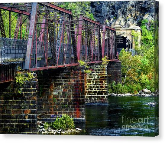 Rail Road Bridge Over The Potomac River At Harpers Ferry, Wv Canvas Print