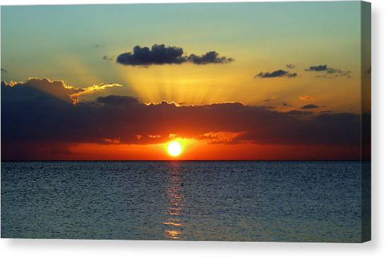 Rays Of Sunset Canvas Print