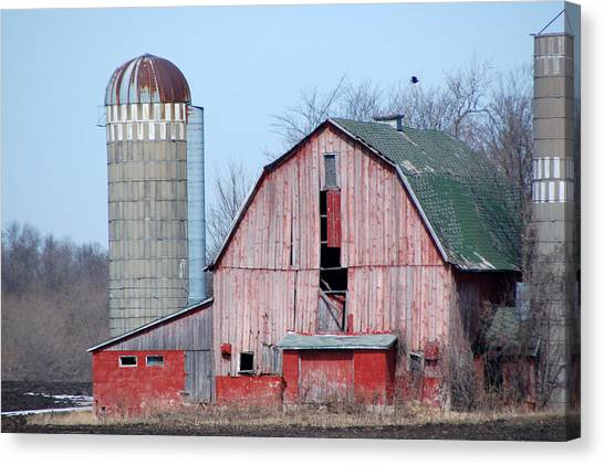 Red Barn On Texas Avenue Canvas Print by Mary Pearson