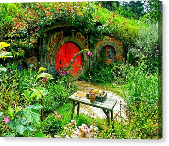 Red Door Hobbit Home Photo Canvas Print