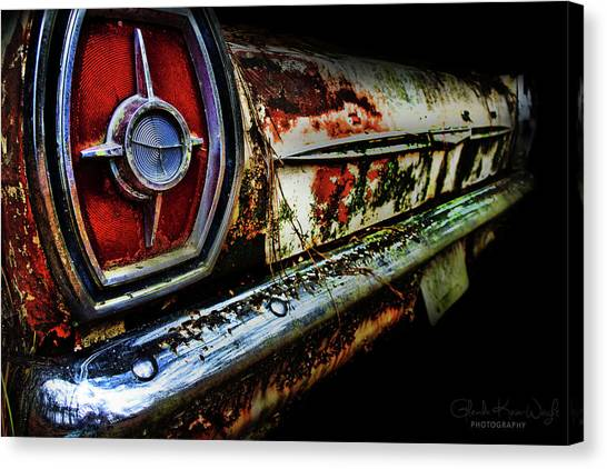 Canvas Print featuring the photograph Red Eye'd Wink by Glenda Wright
