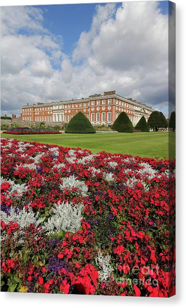 Red White And Blue At Hampton Court Canvas Print