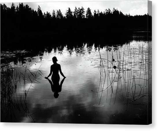 Bathing Canvas Print - Reflecting Beauty Bow by Nicklas Gustafsson