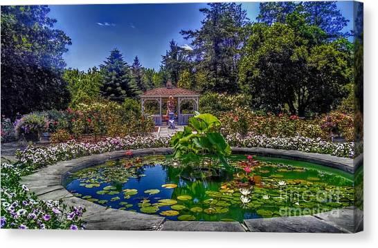 Reflecting Pool At Colonial Park Canvas Print