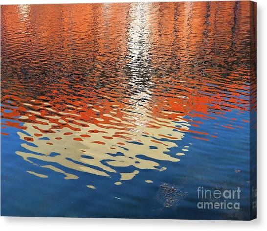 Sun Belt Canvas Print - Reflection Of The Theatre by Gary Richards