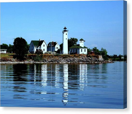 Reflections At Tibbetts Point Lighthouse Canvas Print