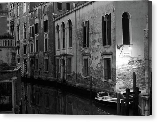 Rio Terra Dei Nomboli, Venice, Italy Canvas Print