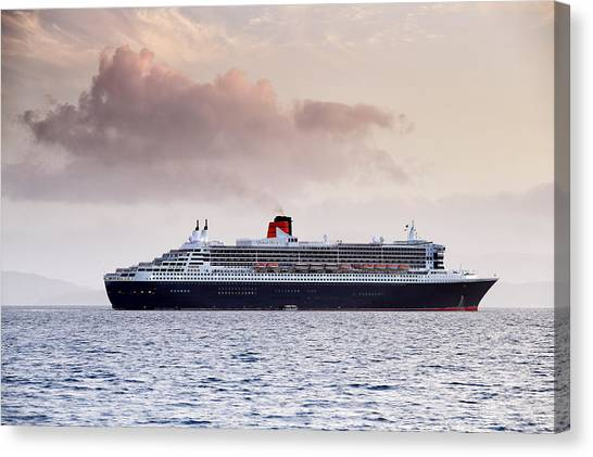 Rms Queen Mary 2 Canvas Print by Grant Glendinning