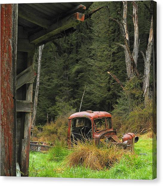 Rusted Truck Canvas Print by Barry Culling