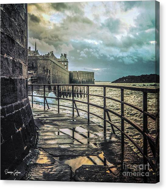 Saint-thomas's Gate In Saint-malo Canvas Print