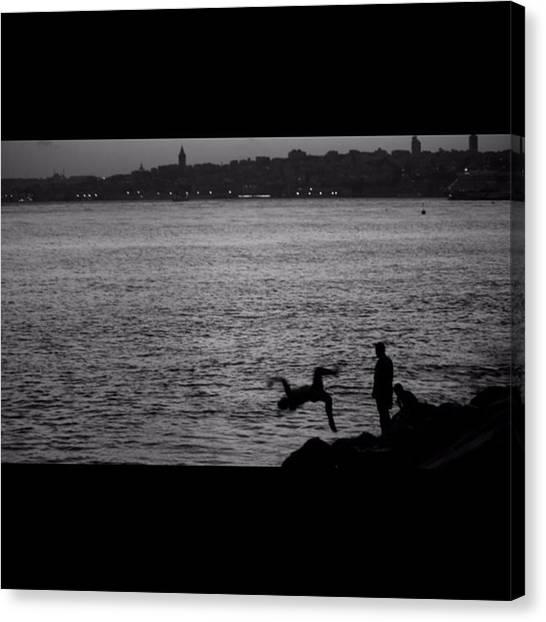 Turkish Canvas Print - Salacak'ta Denize Atlayan çocuklar by Ozan Goren