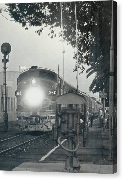 Santa Fe Combined El Capitan And Super Chief At Pasadena California Station Canvas Print