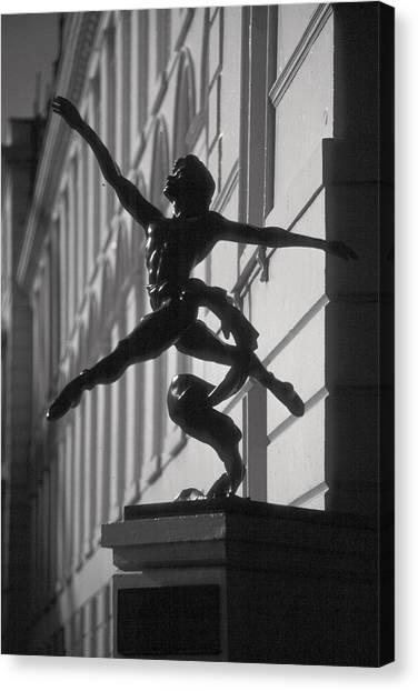 Sculpture London  Canvas Print by Douglas Pike