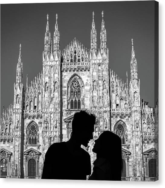 Silhouette Of Young Couple Kissing In Front Of Milan's Duomo Cathedral Canvas Print