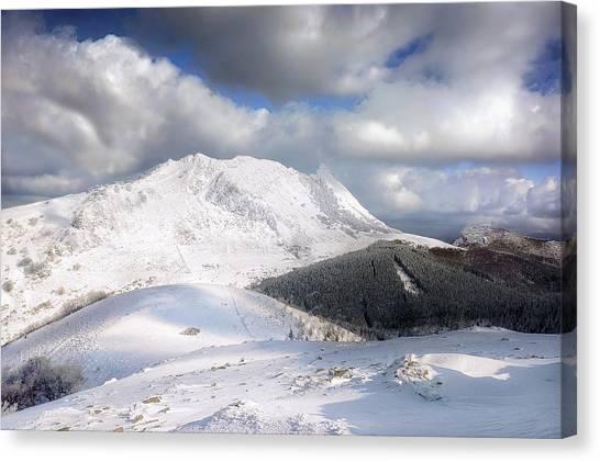 snowy Anboto from Urkiolamendi at winter Canvas Print