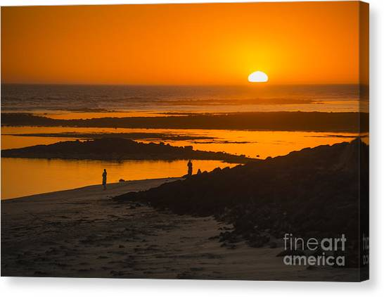 Canvas Print featuring the photograph South Beach Sunset by Ray Warren