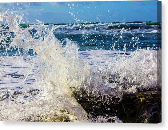 Wave Crash And Splash Canvas Print