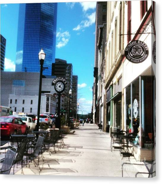 Canvas Print featuring the photograph Spring Day In Downtown Lexington, Ky by Rachel Maynard