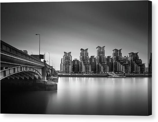 Long Wharf Canvas Print - St. George Wharf by Ivo Kerssemakers