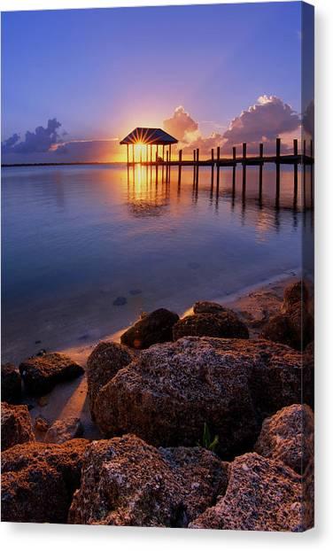 Starburst Sunset Over House Of Refuge Pier In Hutchinson Island At Jensen Beach, Fla Canvas Print