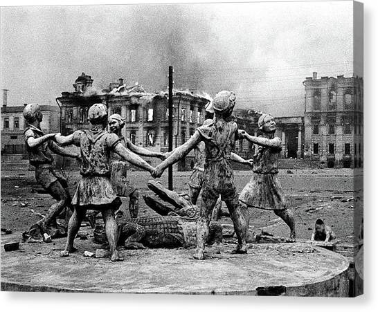 Statue Of Children After Nazi Airstrikes Center Of Stalingrad 1942 Canvas Print