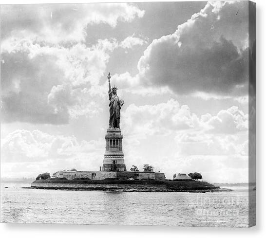 Liberte Canvas Print - Statue Of Liberty, 1905 by Science Source