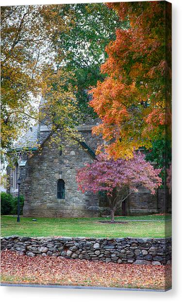 Stone Church In Pomfret Ct In Autumn Canvas Print