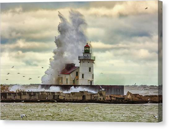 Storm Waves At The Cleveland Lighthouse Canvas Print