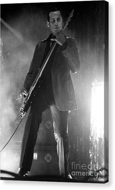 Stone Temple Pilots Canvas Print - Stp-2000-robert-0914 by Timothy Bischoff