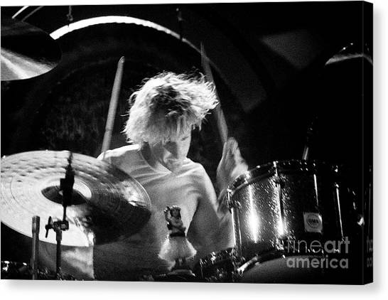 Stone Temple Pilots Canvas Print - Stp-2000-eric-0923 by Timothy Bischoff