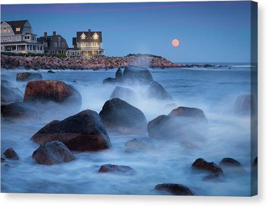 Strawberry Moon At Spray Rock Canvas Print