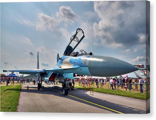 Canvas Print featuring the photograph Sukhoi by Tgchan