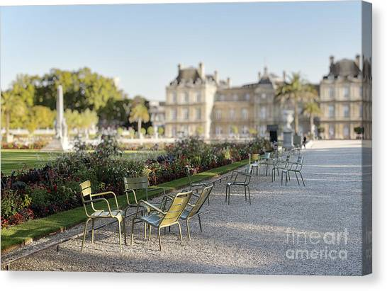 Summer Day Out At The Luxembourg Garden Canvas Print