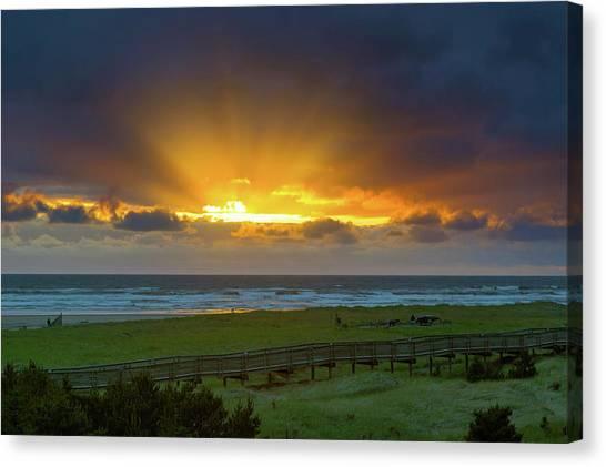 Canvas Print - Sun Rays At Long Beach Washington During Sunset by David Gn