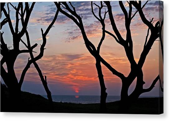 Sunrise At Fort Fisher Canvas Print by Paul Boroznoff