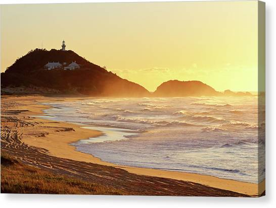 Sunrise At Sugarloaf Point Canvas Print