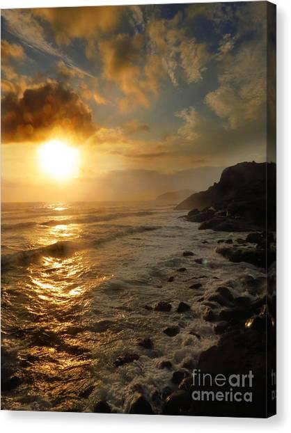 Sunrise By The Rocks Canvas Print