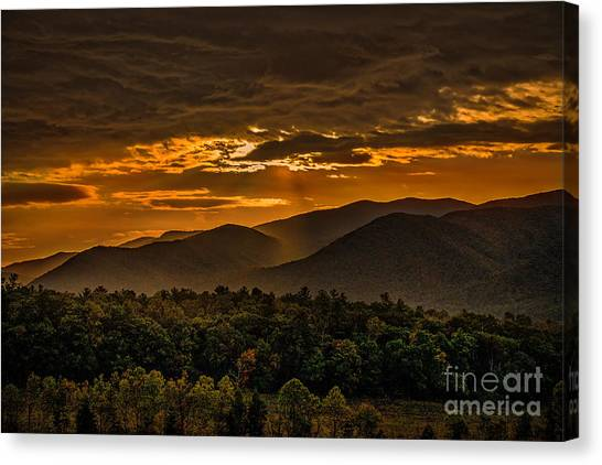 Canvas Print featuring the photograph Sunrise In Cades Cove Great Smoky Mountains Tennessee by T Lowry Wilson