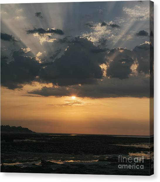 Sunrise Over The Isle Of Wight Canvas Print