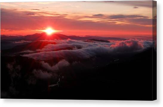 Sunrise Over Wyvis Canvas Print