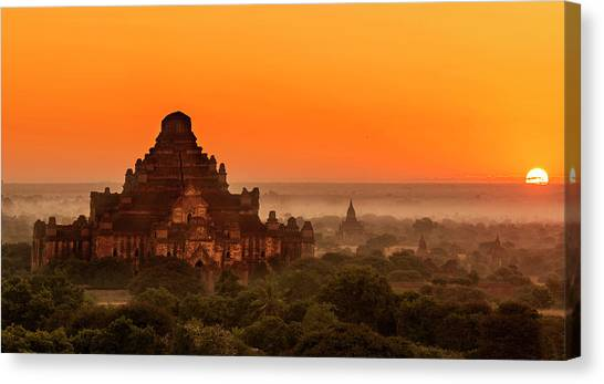 Canvas Print featuring the photograph Sunrise View Of Dhammayangyi Temple by Pradeep Raja Prints