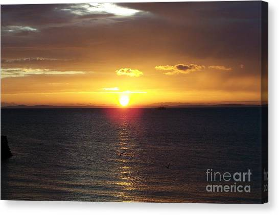 Sunset At Pacific Shores Canvas Print by Dindin Coscolluela