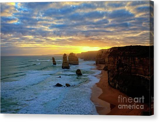 Sunset At The 12 Apostles Canvas Print by Franz Zarda