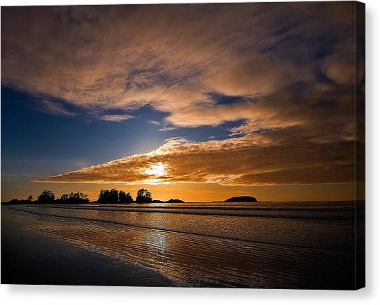 Sunset At Tofino Canvas Print by Detlef Klahm