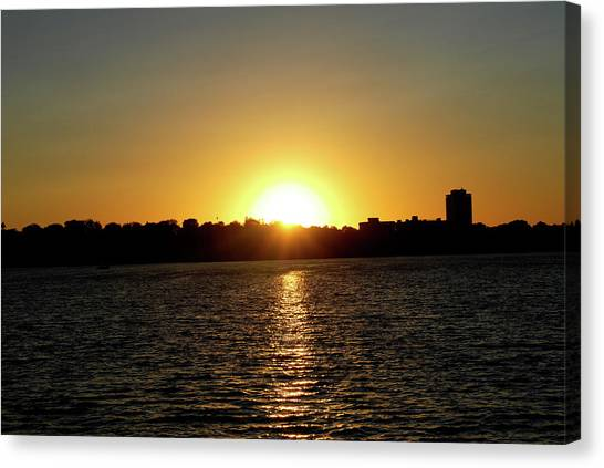 Sunset In Minneapolis Canvas Print by Karina Khan