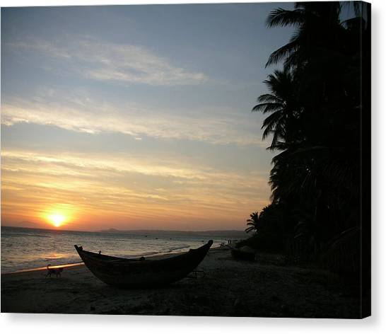 Sunset On The Beach In Vietnam Canvas Print