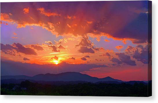 Sunset Rays At Smith Mountain Lake Canvas Print