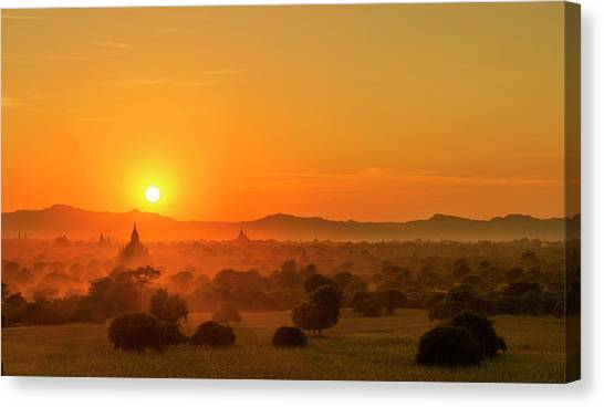Canvas Print featuring the photograph Sunset View Of Bagan Pagoda by Pradeep Raja Prints