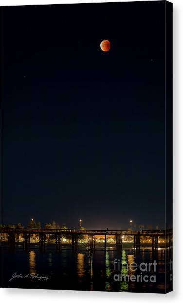 Super Blood Moon Over Ventura, California Pier Canvas Print