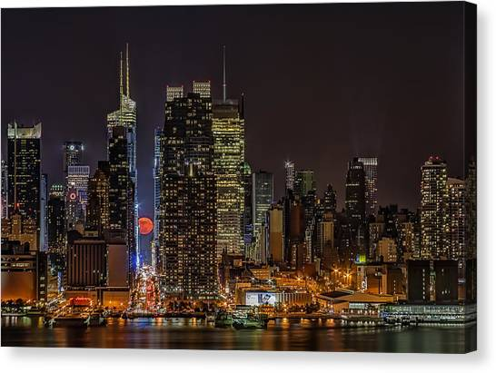 The City That Never Sleeps Canvas Print - Super Moon Rising by Susan Candelario